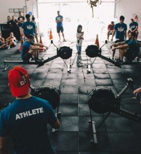 Personer i ett gym